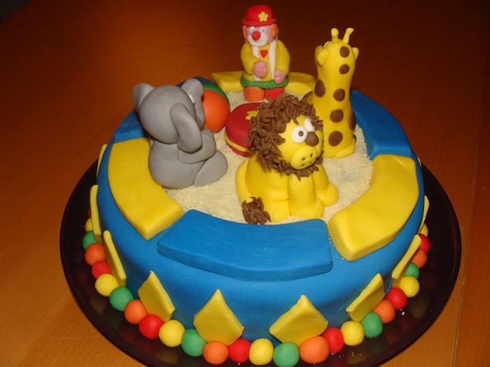 Le g teau cirque et le g teau machine bonbons pour emy ma bo te g teau cake Idee gateau anniversaire