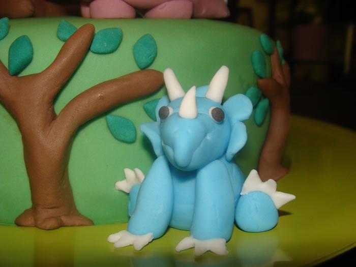 Le g teau dinosaure ma bo te g teau cake designer p tissier - Dinosaure rigolo ...